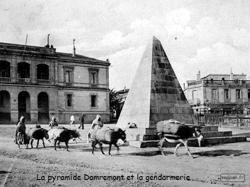 Pyramide Et Monument Damremont Constantine Alg 233 Rie